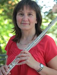 Natalia Bergmann: Dirigieren, Querflöte, Blockflöte, Ensembleleitung